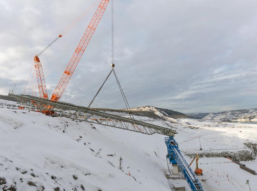 Installing conveyor equipment at the approach channel and powerhouse buttress on the south bank (January 2018)