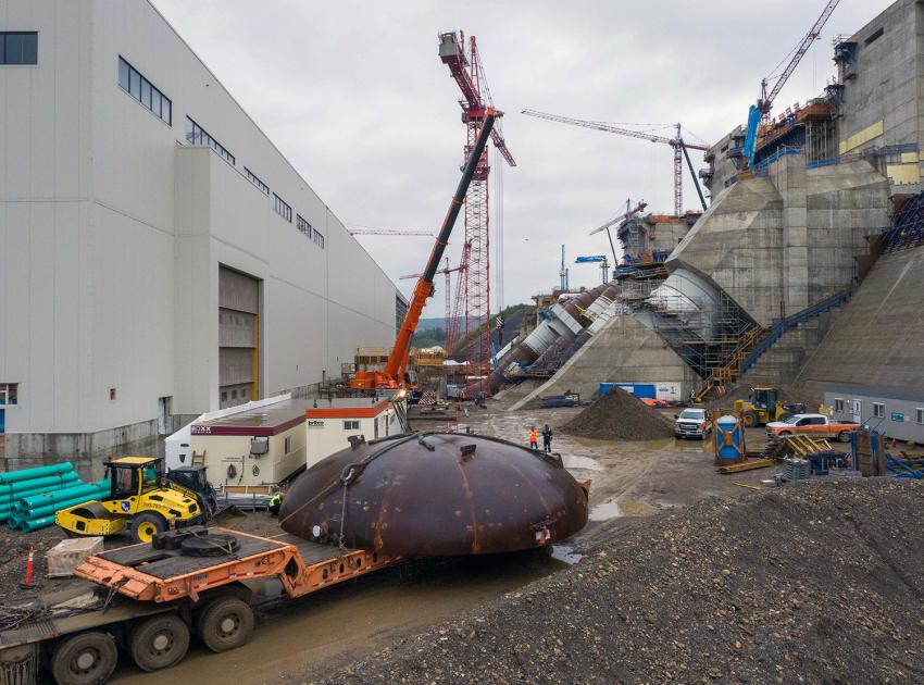 The first of four spiral case inlet bulkheads is delivered from the Voith warehouse at site to the powerhouse. (August 2021)