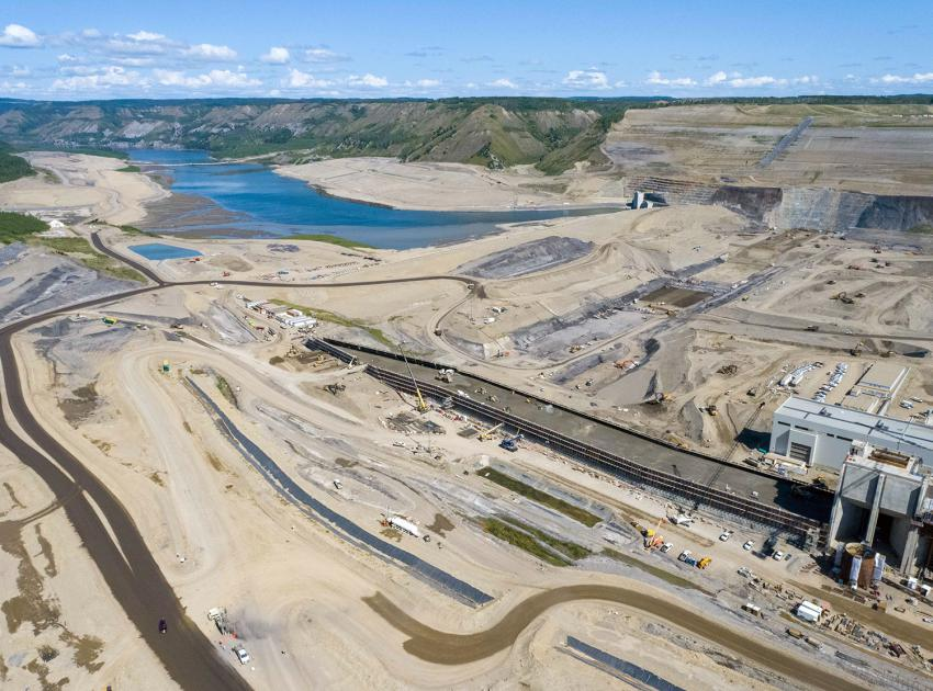 Construction is ongoing on the Roller-Compacted Concrete (RCC) Buttress and the dam core trench. (July 2021)