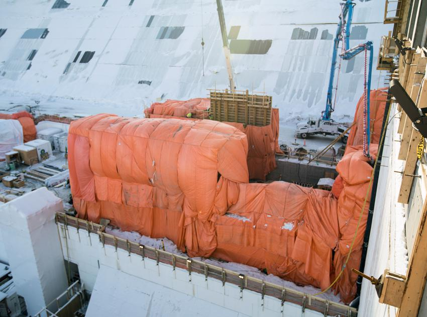 Hoarding and heating protects concrete from the cold as it is poured at the generating station's double chamber walls. (January 2019)