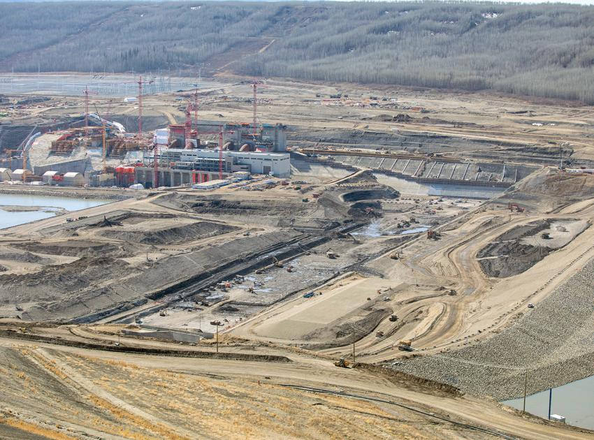 Materials being placed between the upstream cofferdam and the future earthfill dam. (April 2021)
