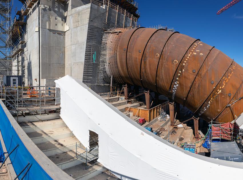 Upper bend of the unit 3 penstock. (June 2020)