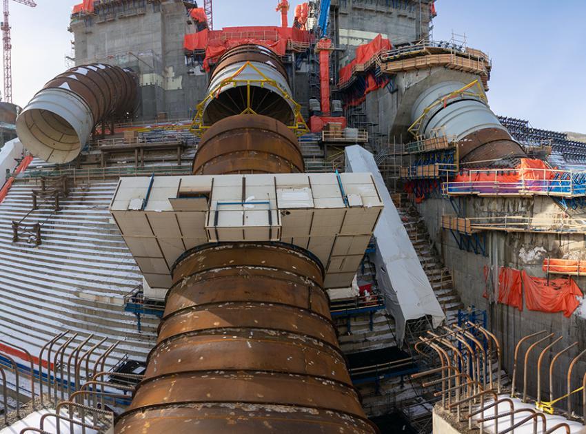 Unit 2 penstock installation. (March 2021)