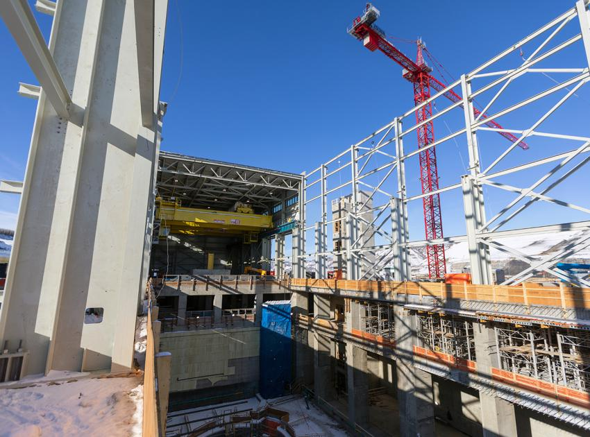 Building the powerhouse steel superstructure beside Units 1, 2 and 3 at the main service bay. (February 2020)