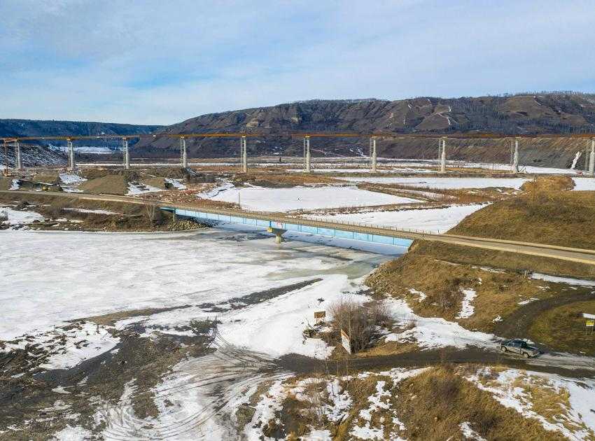 The highest point of the new Halfway River bridge will be 486 metres above sea level. (March 2021)