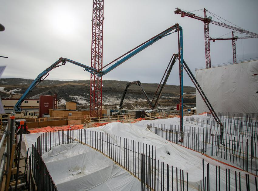 Ongoing concrete placement at the spillway headworks. (April 2021)