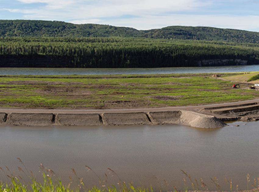 The gravel extraction area between Gates Island and Dry Creek is being used to construct the highway embankment upstream of Dry Creek. (July 2020)