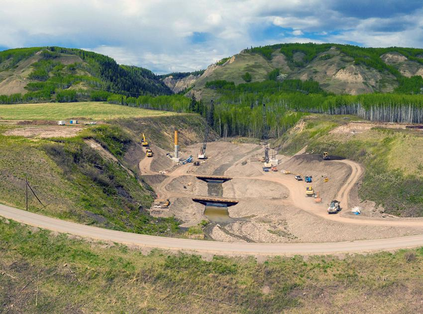 Construction is underway on the 1.5-kilometre-long section of Highway 29 at Dry Creek. Crews are also installing rock anchors and constructing concrete bridge foundations on the new 158-metre-long bridge. (May 2021)