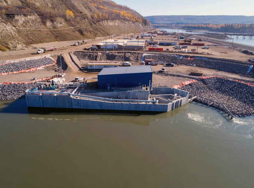 The temporary upstream fish passage facility began operations in September 2020. During dam construction, fish are sorted and then transported upstream of the dam site for release back into the Peace River and its tributaries. (October 2020)