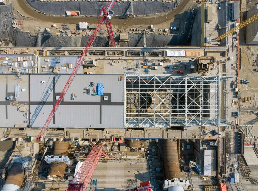 The structural steel placement on the main service bay roof at the powerhouse nears completion. (June 2021)