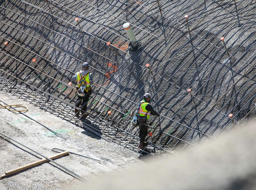 Crews install reinforcing steel on the right bank of the dam and core roller-compacted concrete (RCC) buttress. (April 2021)