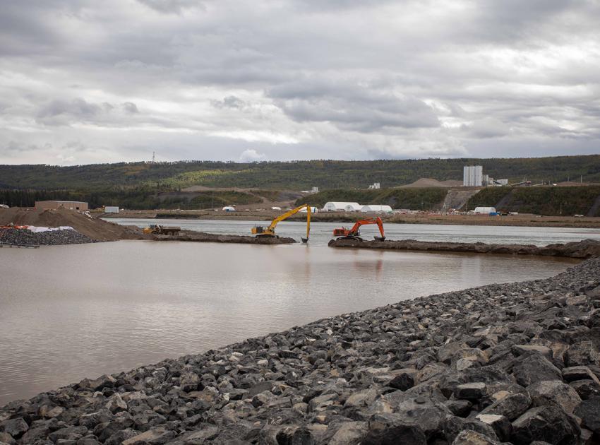 Removing the inlet portal coffer dam. (September 2020)