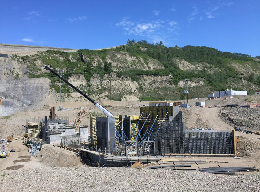 Construction of the temporary fish passage facility. During the project's river diversion phase, the facility will allow fish in the Peace River to continue to migrate upstream. (July 2019)