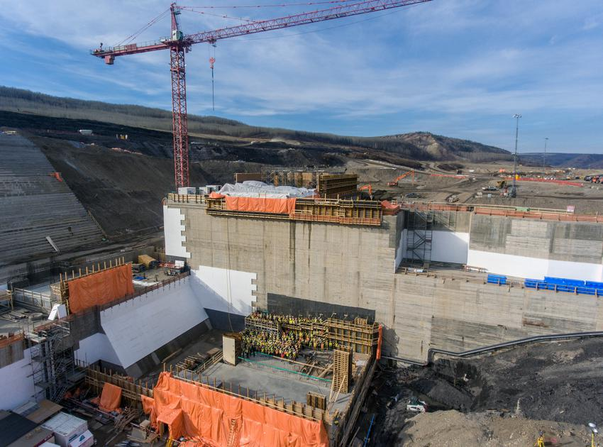 Generating station and spillways construction team standing in the future powerhouse - Unit 1 (October 2018)