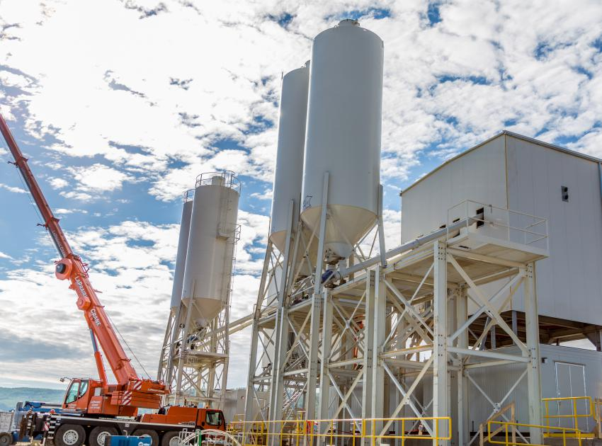 The south bank batch plant, installed by Peace River Hydro Partners, will be used in the construction of the roller compacted concrete buttress (i.e., foundation) for the generating station and spillways. (September 2016)