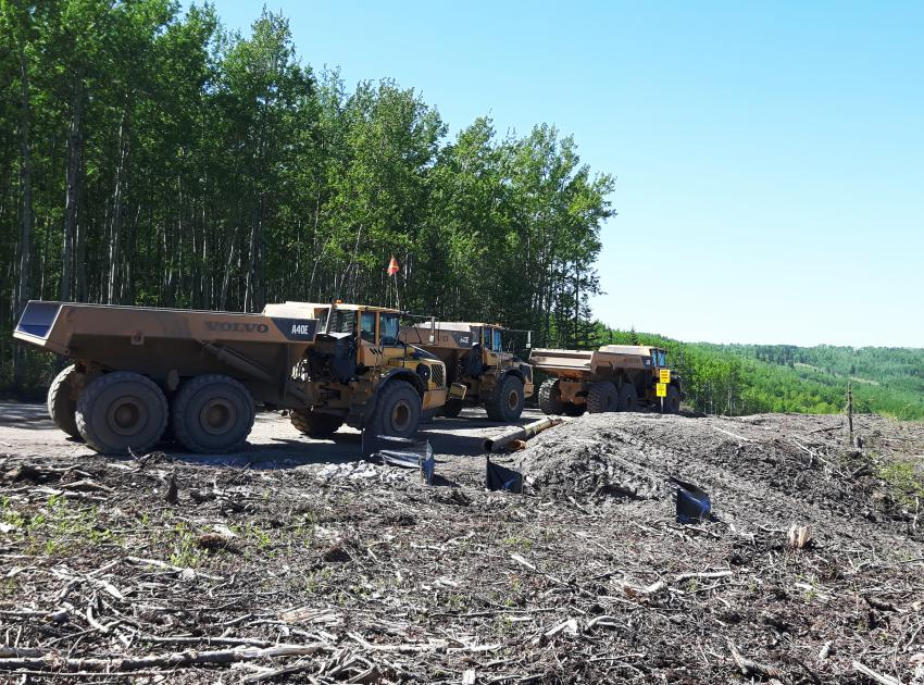 Peace River Hydro Partners continue preparatory work and equipment mobilization on the south bank. (May 2016)